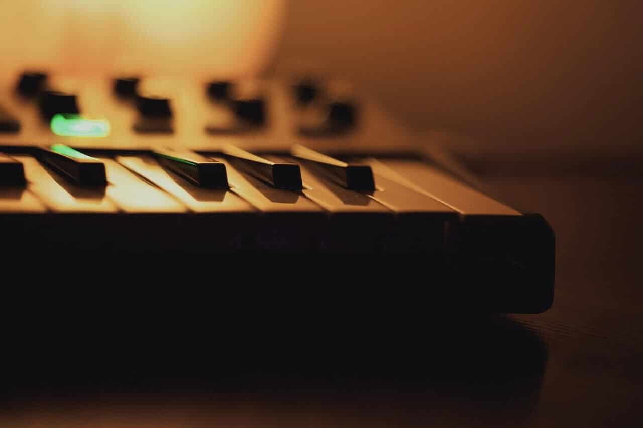Best 61 Key MIDI Keyboard Controllers For Musicians 2019