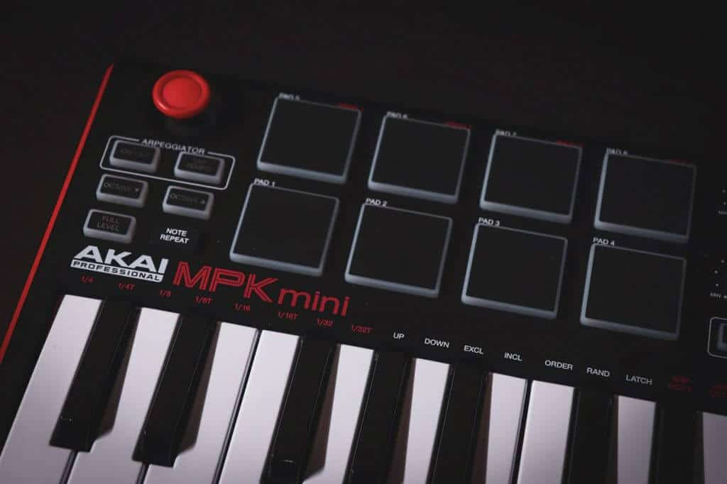 Akai MPK Mini MK2 - Owner's Honest Thoughts • Keyboard Kraze