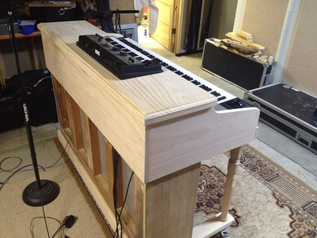 Piano Shell Stand